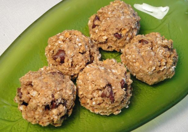 Vegan Peanut Butter Oatmeal Cookies (Healthier). Photo by Debbwl