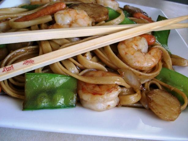 Shrimp Lo Mein. Photo by 2Bleu