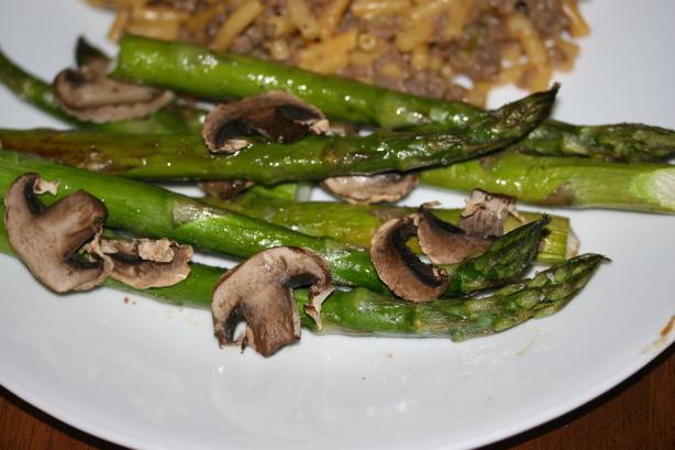 Roasted Asparagus With Mushrooms. Photo by sloe cooker