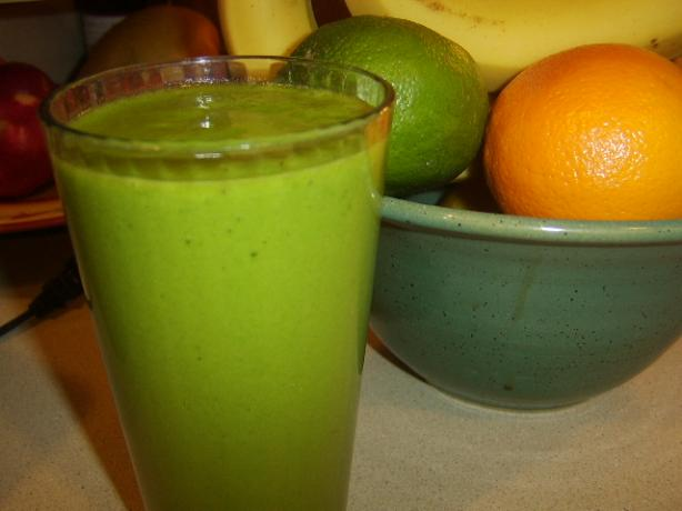 Daily Detox Ritual #2: Breakfast Meal Replacement Green Smoothie. Photo by LifeIsGood