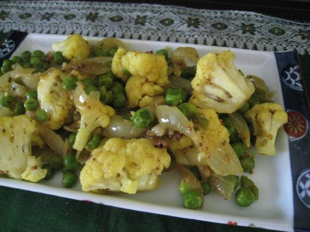 Cauliflower and Green Pea Curry. Photo by Vegetarian Hostess