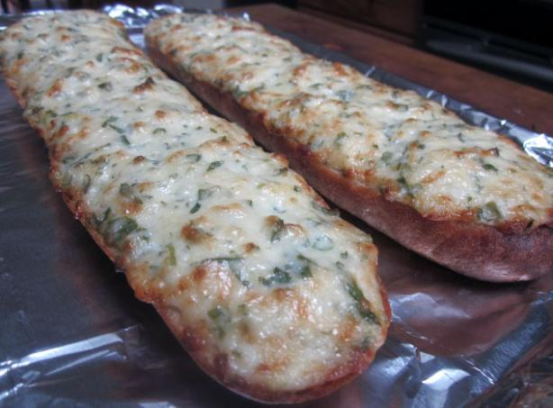 The Fish Market Cheezy Garlic Bread. Photo by Rinshinomori