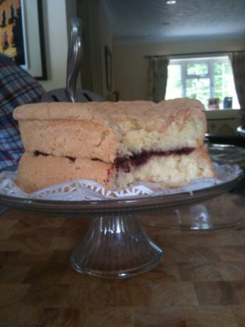 Fluffy Sponge Cake. Photo by dizzie1