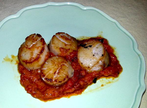 Grilled Scallops With Red Pepper Sauce. Photo by momaphet