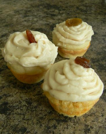 Rum Raisin Minicakes With Maple Frosting. Photo by WhiskingWings