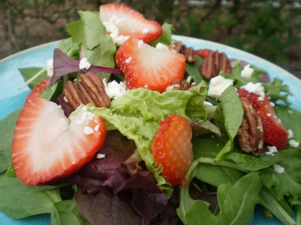 Mixed Lettuces With Strawberries, Goat Cheese and Pecans