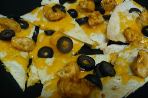 Super Bowl Easy Chicken or Beef Nachos. Photo by megs_