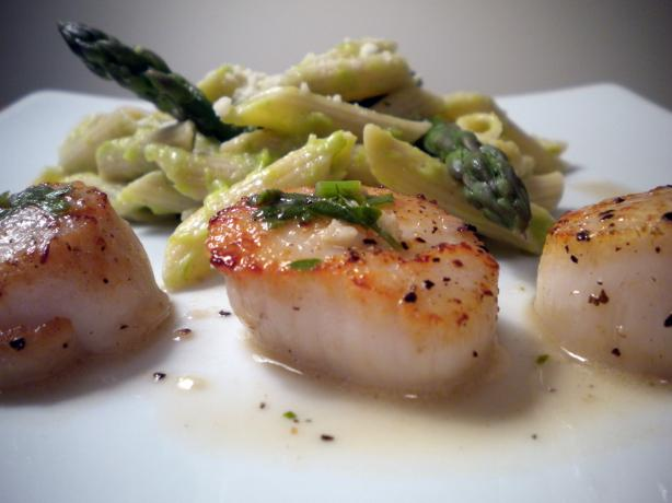 Savory Sea Scallops in White Wine Sauce. Photo by Diet It Up