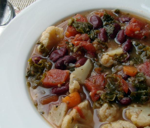 Healthy Bean Soup With Kale. Photo by Mamascookin