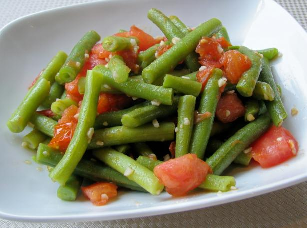 Sauteed Green Beans with Tomato & Garlic. Photo by lazyme