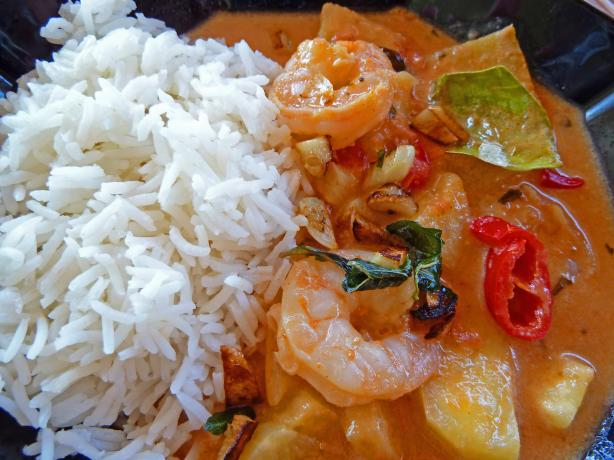 Thai Prawn And Pineapple Curry, &#34;Kaeng Khua Saparot&#34;. Photo by awalde