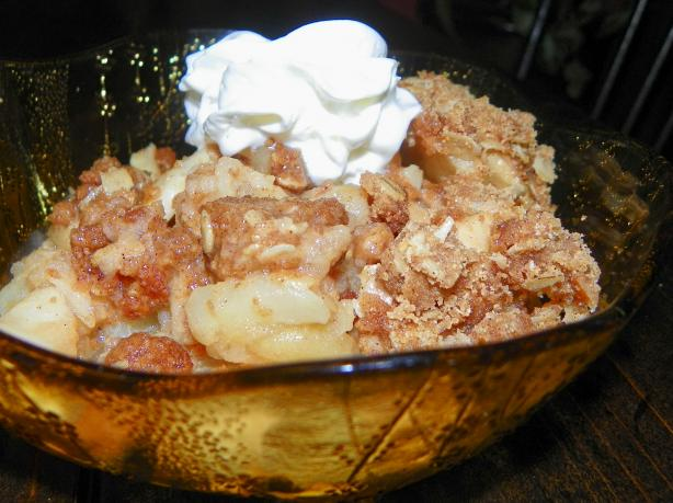 Pampered Chef Style Apple Crisp (For Microwave or Oven). Photo by Baby Kato