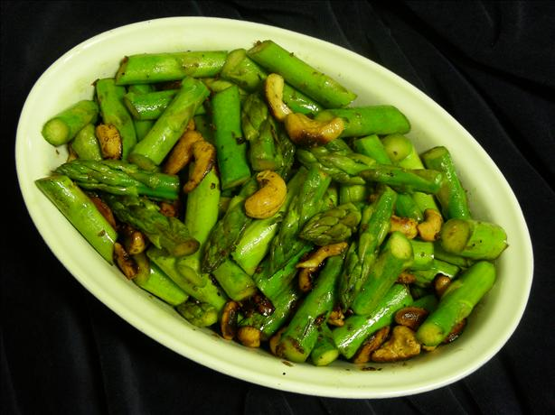 Asparagus and Cashew Stir Fry. Photo by kiwidutch