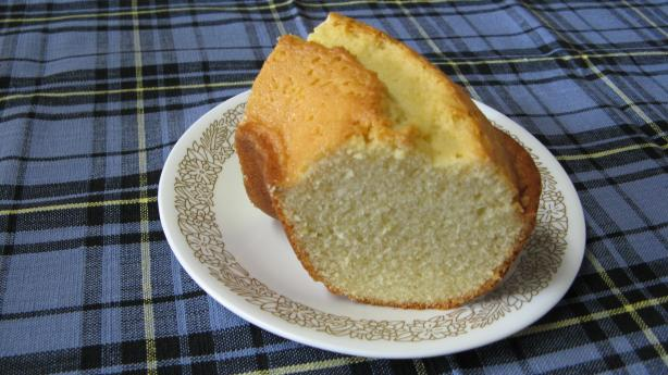 Lemon Lover&#39;s Pound Cake. Photo by Dee514