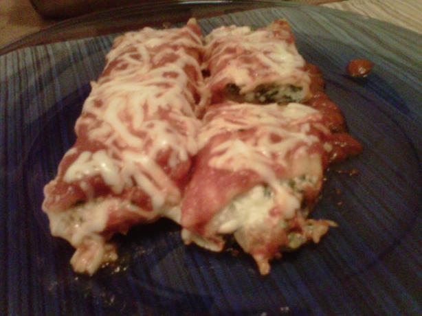 Spinach Cheese Manicotti (Meatless). Photo by raeraemarie