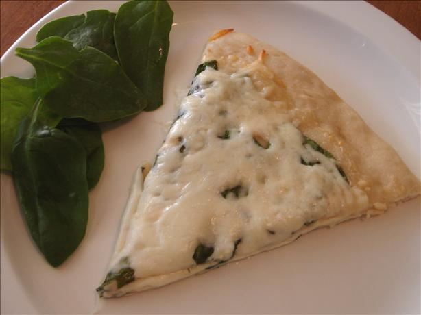The Best Spinach Alfredo Pizza Ever. Photo by Hadice