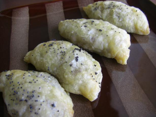 Piroshki (A Savoury, Filled Pastry). Photo by puppitypup