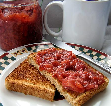 Really Easy and Good Sugar-Free Strawberry Jam/Spread. Photo by Annacia