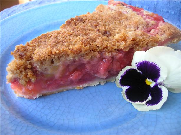 Strawberry Rhubarb Streusel Pie. Photo by Pam-I-Am