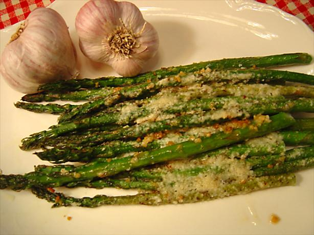 Garlic Roasted Asparagus With Parmesan. Photo by :(