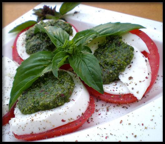Italian Flag Salad (Caprese). Photo by Sandi (From CA)