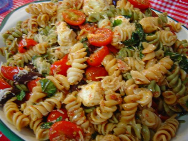 Sun-Dried Tomato & Fresh Mozzarella Pasta Salad. Photo by :(