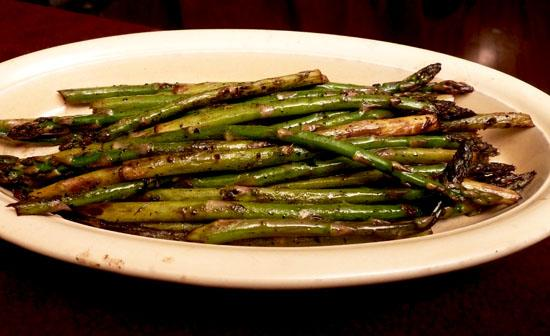 Asparagus Grilled With an Asian Touch. Photo by momaphet