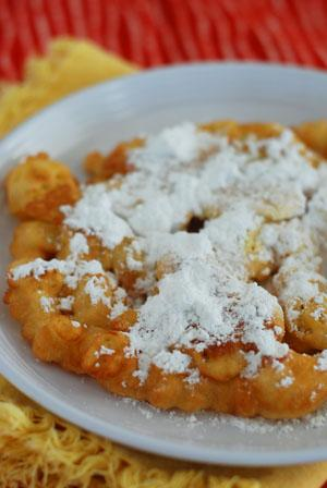 Momma&#39;s Fair Funnel Cake. Photo by Dine & Dish