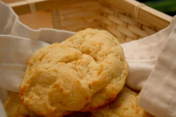 Red Lobster Cheddar Bay Biscuits Copycat. Photo by CandyTX