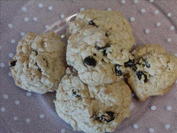 Easy Oatmeal Raisin Cookies. Photo by Rita~